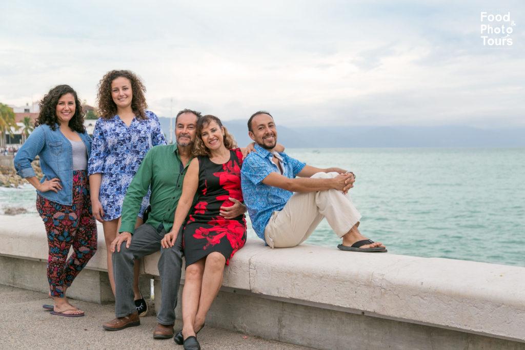 Family Photo shoot in Puerto Vallarta + Vallarta Photographer + Estrellita Velasco + Star the Photographer+sesión fotográfica