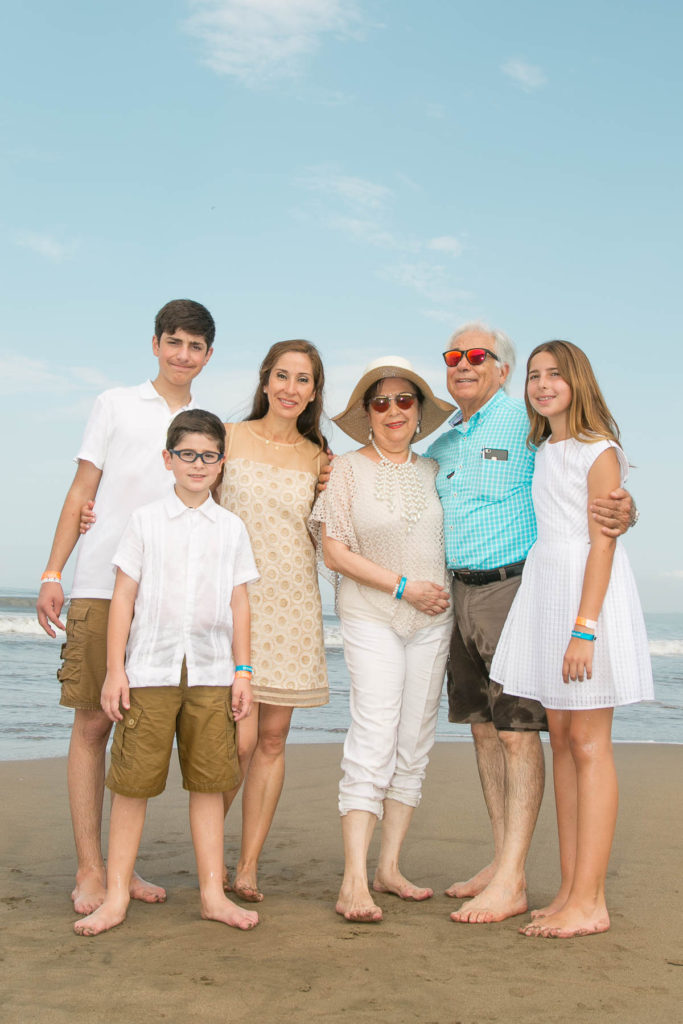 Family Portrait in Vidanta + Photographer for hire in Vallarta