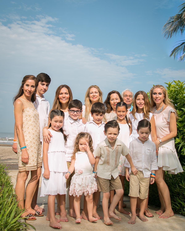 Family Portrait in Vidanta + Photographer for hire in Vallarta