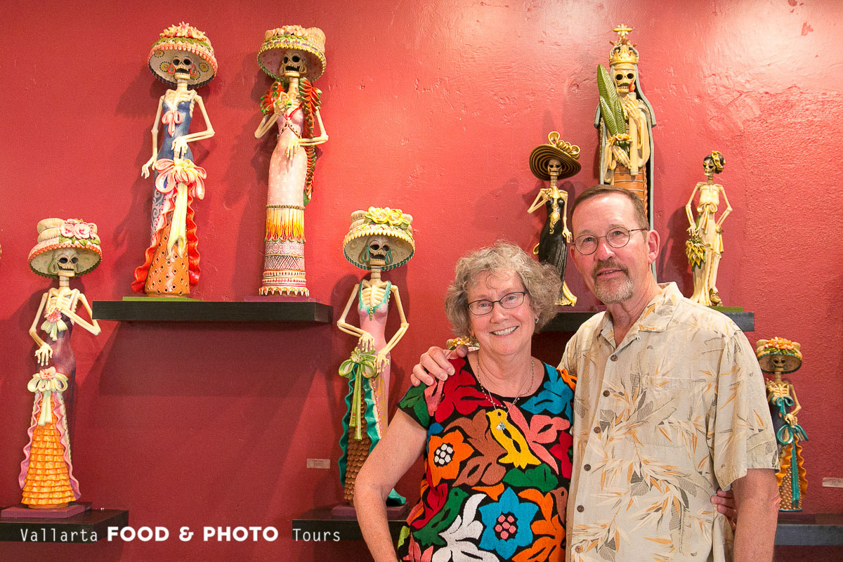 An American couple in an indigenous art gallery while taking a Food Tour and meeting local artisans in their shops