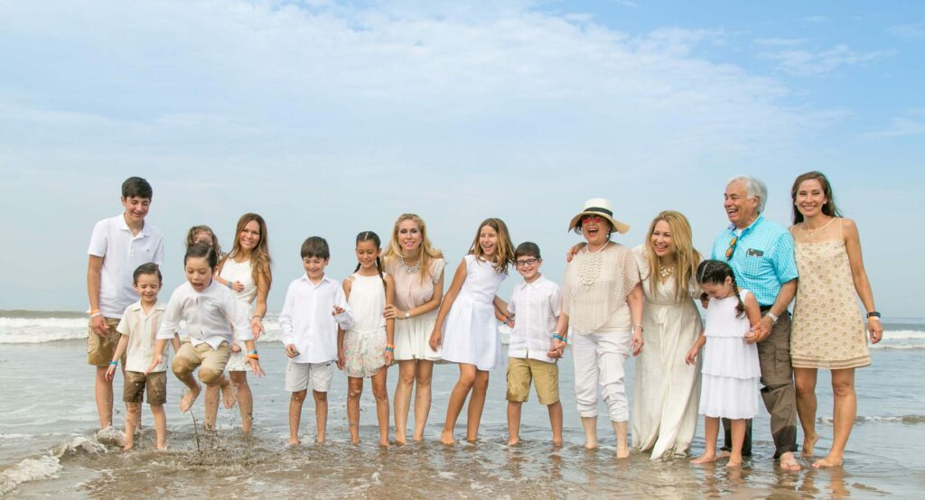 cropped-Family-Photography-Session-on-the-Bech-Photographer-in-Puerto-Vallarta-116.jpg